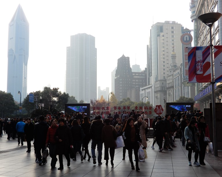 shanghai - air quality and pedestrian lane