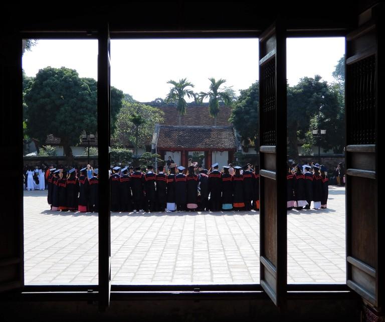 hanoi - graduates 4
