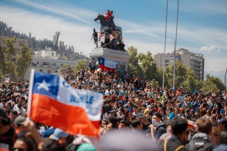 'Ze zijn ons aan het vermoorden (nos estan matando), de betogers vragen rechtvaardigheid en gelijkheid. - copyright ad Matias Marin Rojas.jpg